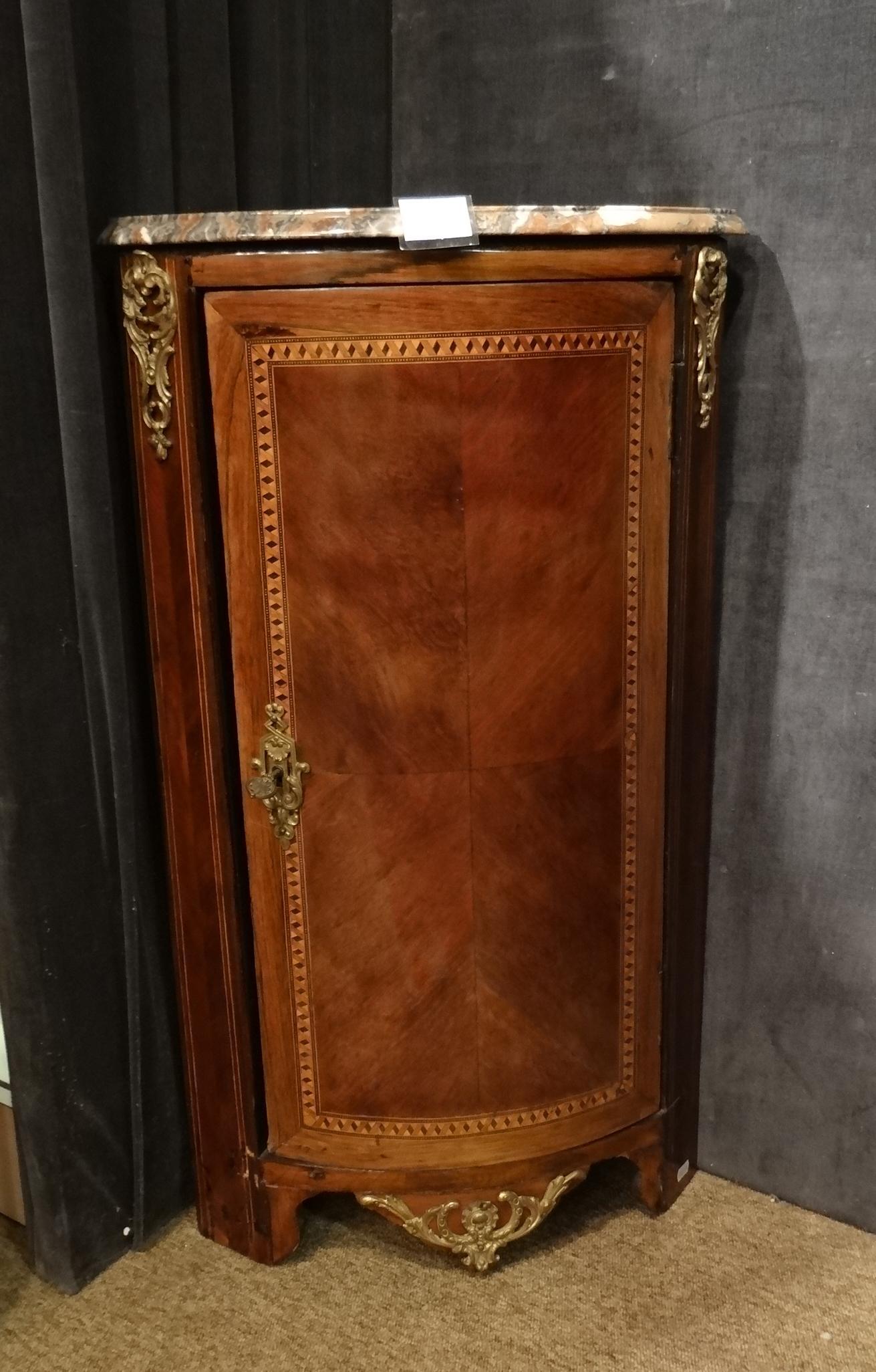 Meuble encoignure arrondie en marqueterie et bronzes for Encoignure meuble