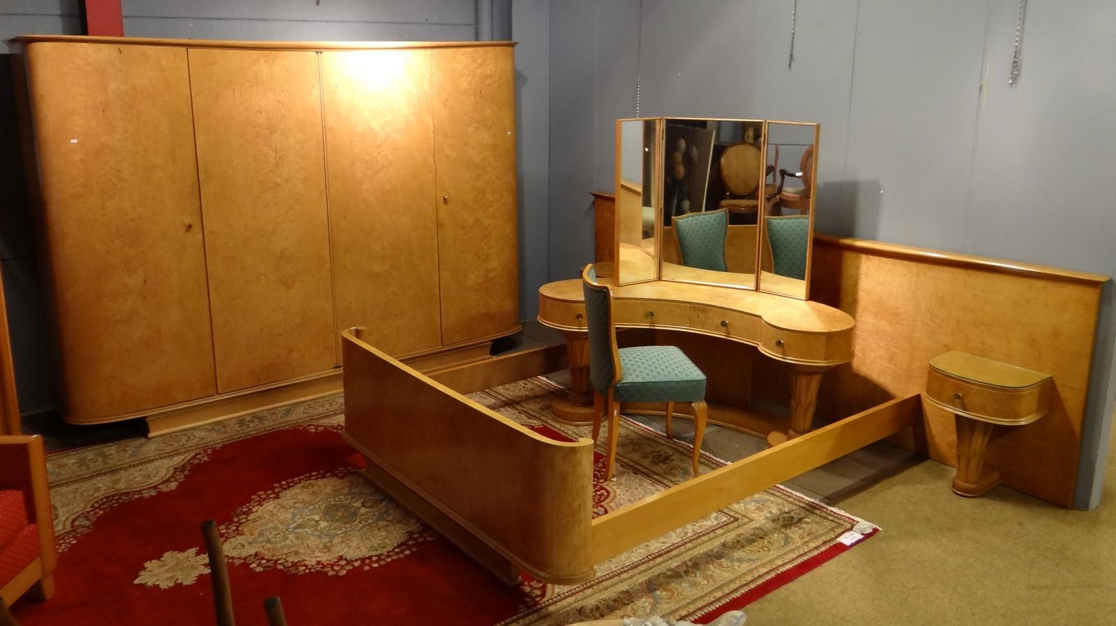 meuble chambre art deco en rable mouchet garde robe 4 portes cot s arrondis. Black Bedroom Furniture Sets. Home Design Ideas