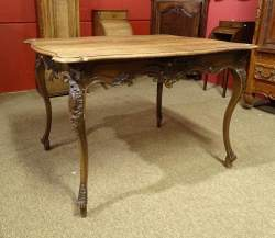 Meuble: Table rectangulaire Louis XV en chene 18eS 75x109x90cm
